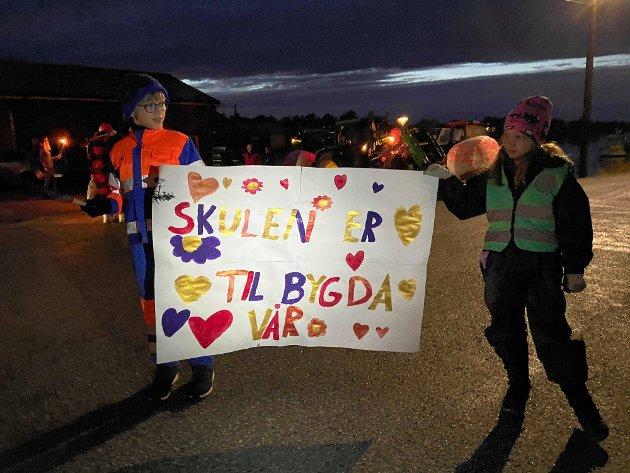 IKKJE GODT NOK: Leif-Bjørn Mathisen meiner avgjerdsgrunnlaget for å leggje ned grendskular framleis er for svakt. Her frå fakkeltoget for Stavang skule i desember i fjor.