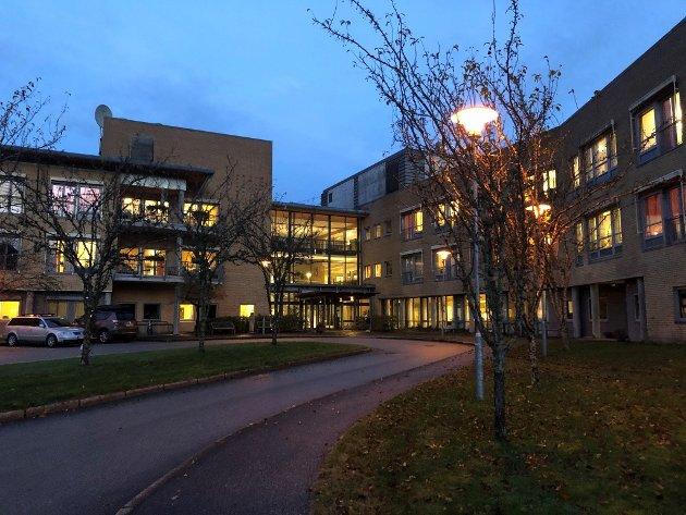 Eg vil  foreslå at politikarane i Sunnfjord tek seg ei vekes opphald på sjukeheimen og tar del i dei daglege oppgåvene som møter dei som arbeider på sjukeheimen, skriv Ståle Sørbotten.