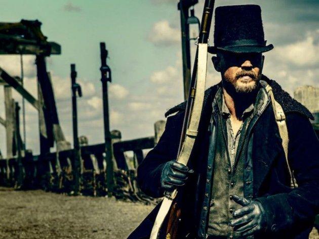 EIN MOT ALLE: Tom Hardy spelar hovudpersonen.