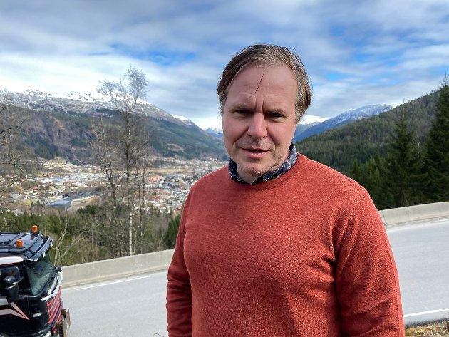 Vi driv med å utvikle Vestlandet saman. Då er samarbeid ein langt betre resept enn åleinegong og ukvemsord mot naboen, skriv Alfred Bjørlo (V).