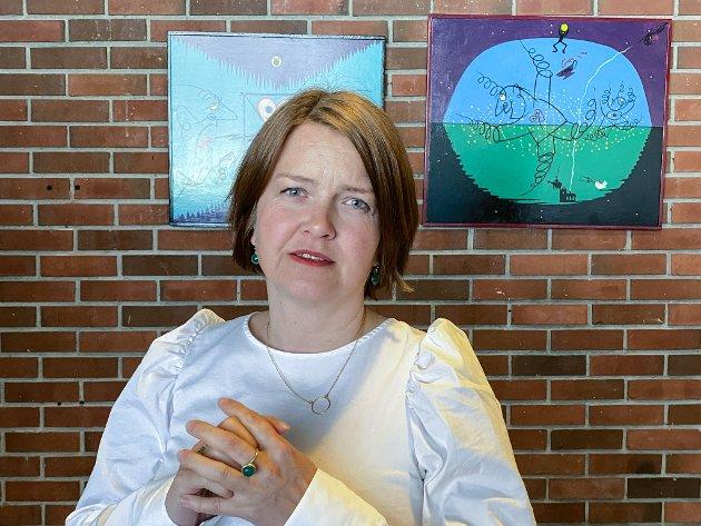 OPPTATT AV SJUKEFRÅVÆR:  Hilde Iren Rivedal (SV er kommunestyremedlem for Sosialistisk Venstreparti, leiar for aktivitetseininga i Sunnfjord kommune, og har 20 års erfaring frå NAV.