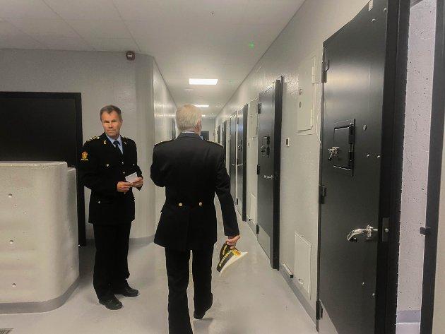 ARRESTEN: Politihuset i Førde er utstyrt med fire glattceller og to varetektsceller.