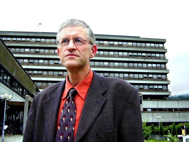 Leif Kapstad meiner Sunnfjord kommune bør bygge sjukeheimsplassar i Førde.