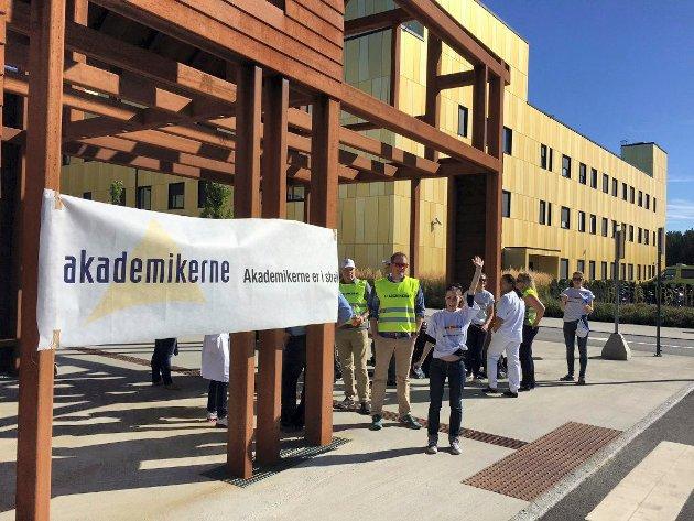 I STREIK: 23 leger ved Sykehuset Østfold er tatt ut i streik. Her ved Sykehuset Østfold Kalnes.