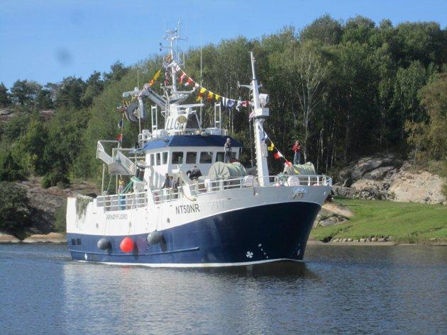 Paul Henriksen diskuterer fiskebåten Spjæringen med dens eier og hvordan saken er fremstilt i FB med journalist Tore Tindlund.
