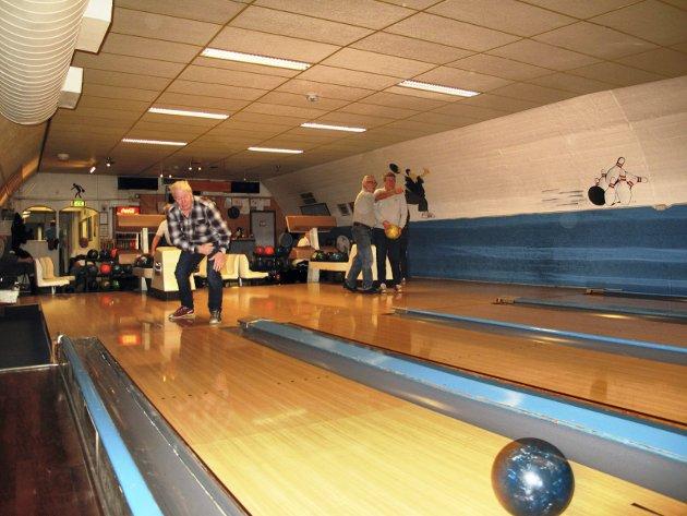 Bowlingglede, her illustrert med bilde fra Kongsten Veteranbowlere som ukentlig møtes i bowlinghallen i kjelleren på Kongstenhallen.