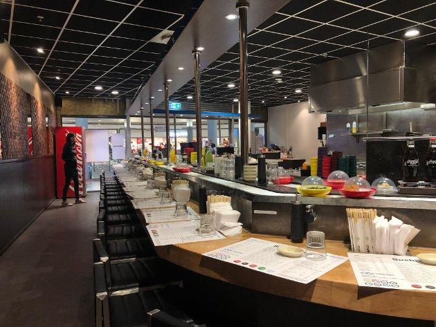 Sushi Point ligger i tredje etasje på Amfi-senteret i Narvik, med moderne lokaler, som inviterer til en kjapp matbit mellom andre ærender.