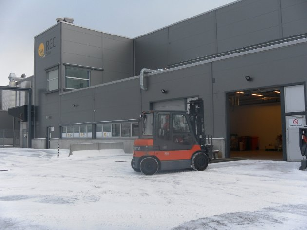 Åpent sår: For mange i Narvik har Rec-bygningen vært et åpent sår og symbolet på det som gikk galt for oss. Da er det ekstra gledelig at det blir det samme Rec-bygget som kan bli redningen. Onsdag kom nyheten om at Teco 2030 vil etablere sin fabrikk her, med 500 arbeidsplasser på sikt. Bildet er fra da Rec-bygget ble tømt etter konkursen i 2012.