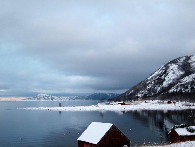 Bratte fjell og nærhet til fjorden er typisk for nærområdet.