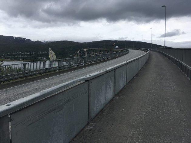 Sandessundbroa fra Tromø over til Kvaløya.