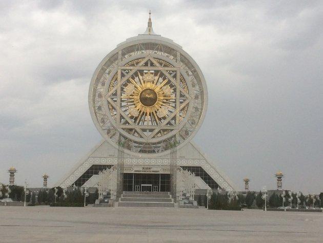 Verdens eneste innebygde pariserhjul i marmorbyen Ashgabat, hovedstaden i Turkmenistan.