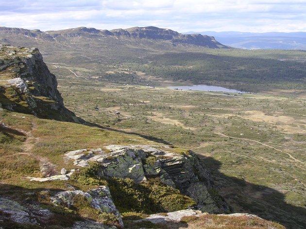 Utsikt fra Skeikampen mot Sjøsetervatnet.