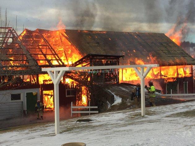 Brann i driftsbygning på Stumne gård i Nordre Oppdalen.