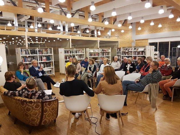 GOD PRAT: Fem reflekterte mennesker i panelet samtalte om tematikken rundt årets TV-aksjon. Det var også engasjement blant publikum.