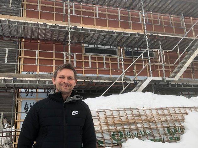 ENDELIG: Svein Krakk og lagkameratene drømte om nytt klubbhus tidlig på 80-tallet. Nå er de snart i mål.