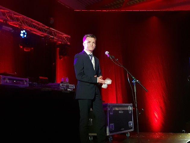 KOMIKERN: Levi jr Edvardsen underholdt med artig tale som fikk alle til å le under middagen