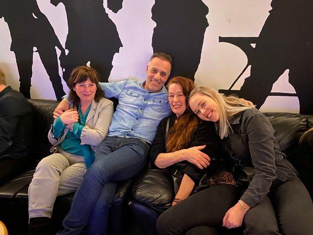 KOSTE SEG PÅ KONSERT: Nina Schjerven, Petros Varvaresos, Anne Berit Lien og Hanna Kvernstad hygget seh