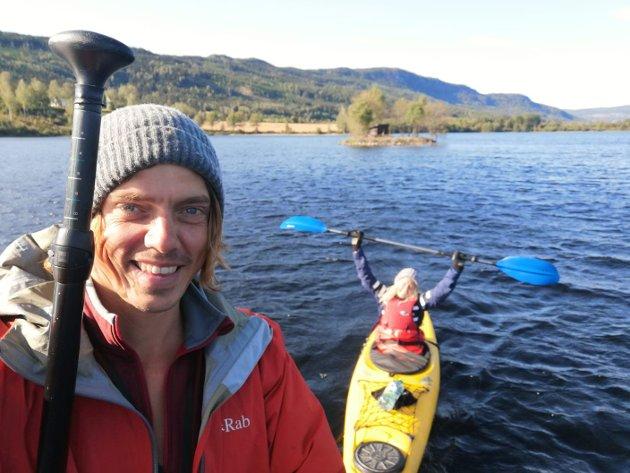 RANDSFJORDEN: Ylva og kjæresten Kevin padlet Randsfjorden på langs.
