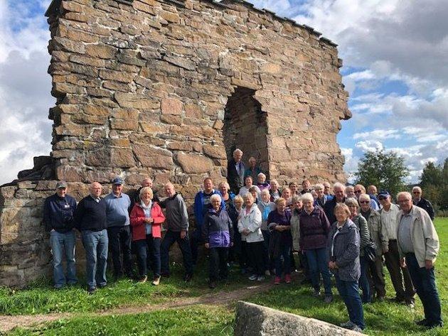 Jevnaker Historielag ved kirkeruinene i Maridalen, Margaretakirken