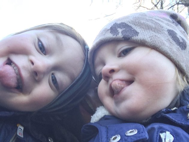 «ALENEMOR»: – Jeg har hatt ei uke hverdag sammen med 2- og 4-åringen ALENE for første gang, skriver Cathinka Stang Kopperud i dagens Signert.
