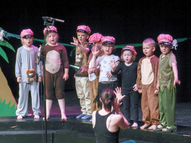 Asak kulturbarnehage. 6-årsklubben synger: Stopp - ikke mobb!