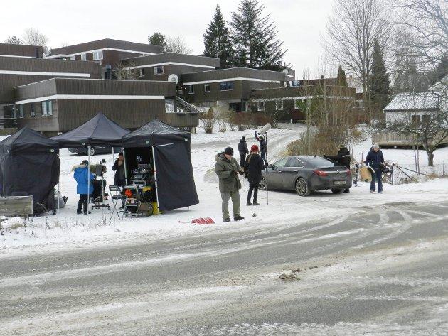 """Storsatsingen på tv-serien """"Grenseland"""" setter sitt preg på Halden. Det filmes på Gimle."""