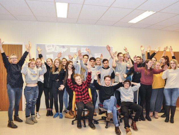JUBEL: Lærere og elever ved musikk og drama kunne juble i går. Foto: Øivind Kvitnes