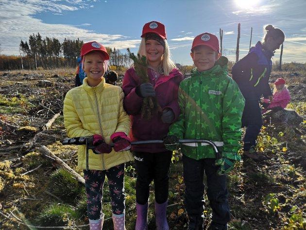 Fra venstre: Mathea Torp Lande (9), Fredrikke Løding (9) og Liam Saxrud (8).