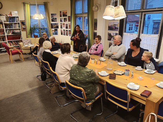 Lansering av Halden frivilligsentrals kalender 2019. Wenche Erichsen ønsker velkommen.
