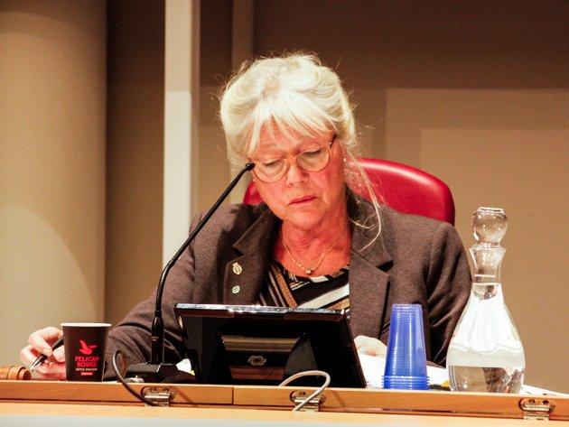 Må tåle kritikk: Anne-Kari Holm må tåle å stå i vinduet når hun ønsker å være potteplante.