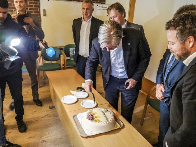 Feiring: F.v.: Styreleder Sven Ombudstvedt, adm. dir Kjell Arve Kure, miljø- og klimaminister Ola Elvestuen og næringsminister Torbjørn Røe Isaksen.