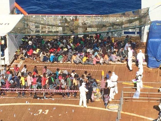 Middelhavet  20150622. Det norske skipet Siem Pilot reddet mandag over 600 migranter fra to trebåter i Middelhavet.  Foto: Kripos / NTB scanpix