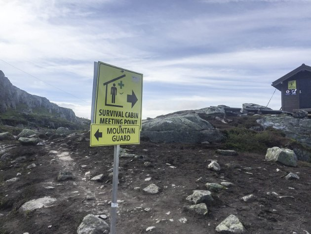 Stien har blitt bedre og tryggere og i tillegg har det blitt innført en ordning med fjellvakter som ser ut til å fungere ypperlig. Denne ordningen bør definitivt fortsette