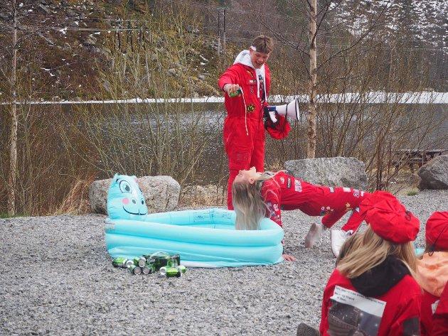 Russedåp i Skjeggedal.