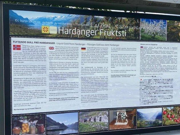 Hvorfor forteller man ikke at Sider fra Hardanger har Beskyttet Geografisk Betegnelse og viser logo? Logoen viser også en sammenheng gjennom etikettene på flaskene med Sider fra Hardanger.
