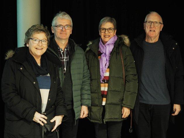 STØTTET OPP: Ellen Engedal, Dag Engedal, Alvhild Skeie og Sigmund Skeie synes det er viktig å støtte opp om lokale arrangementer, og ikke minst synes de at de skulle få se gode artister.