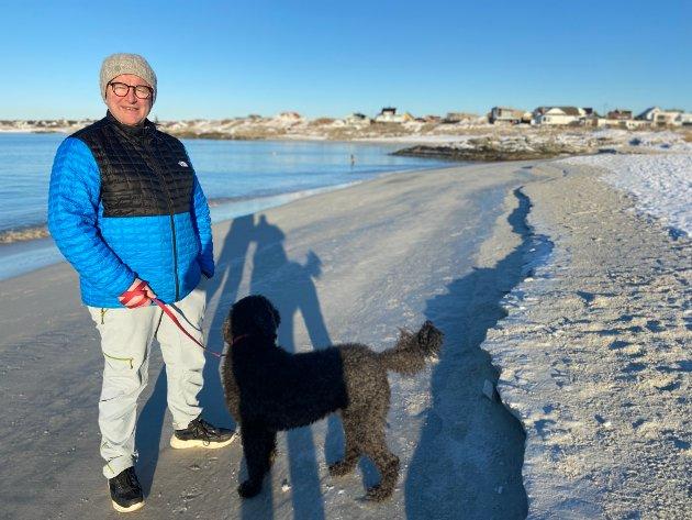 Det er 15 år siden sist gang Knut Nilsen opplevde folk på ski langs Åkrasanden.