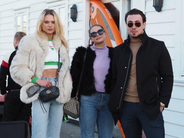 KICKOFF: Victoria Germyn, Alexandra Germyn og Arben Ramadani var noen av de frammøtte på kick off for Haugesund sportsbil og båtutleie.