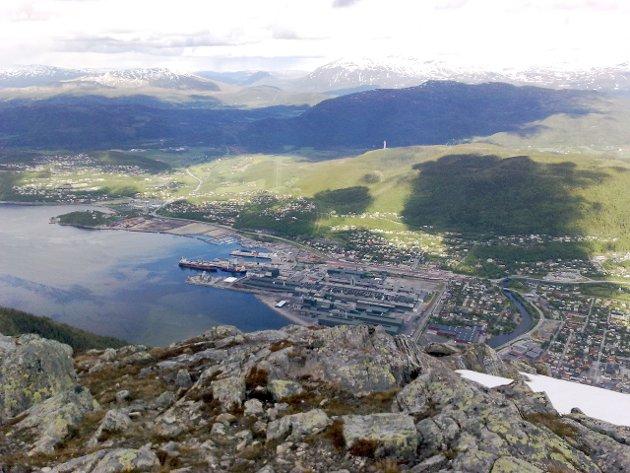 NORD OG NED: Skribenten mener utviklingen i Vefsn går i feil retning. Foto: Asbjørg Sande