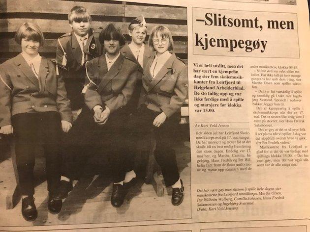 Skolemusikanter fra Leirfjord er slitne etter å ha spilt på 17.mai