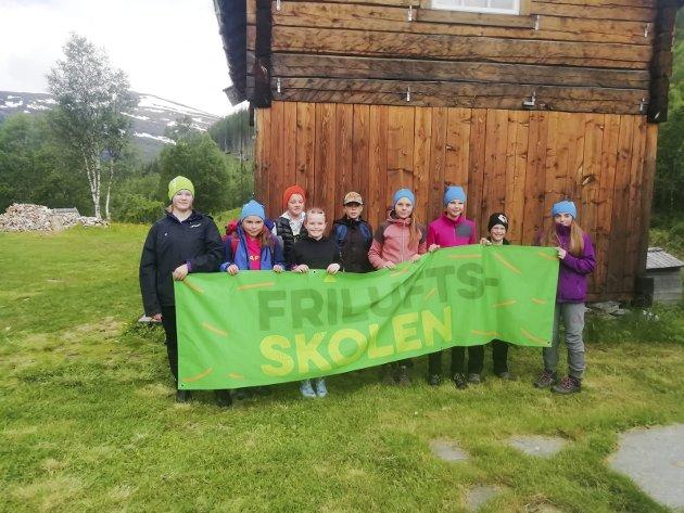 Helgeland friluftsråd. Friluftsskole i Grane. Samling på stavassgården før avmars til Stavatnet og overnatting.