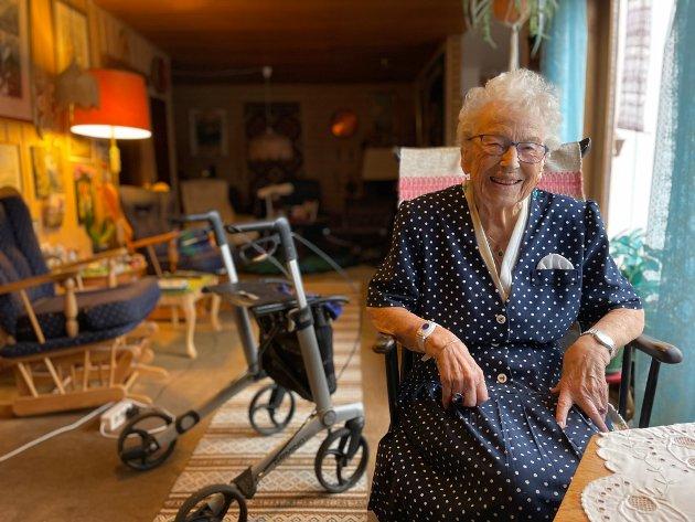 ENGASJERT: Åse Floa Steinrud (94) jobbet i skoleverket en hel kvinnealder. Hun er fortsatt engasjert i skolepolitikk.