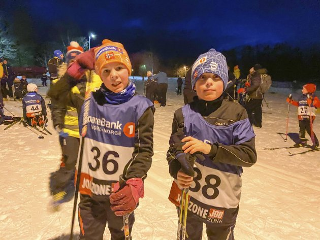 Lysløypekarusellen i Vefsn tredje renn på Ollmoen. Eline Dyrhaug Bardal (t.v.) og Kasper Dyrhaug Bardal ferdig med sine løp.