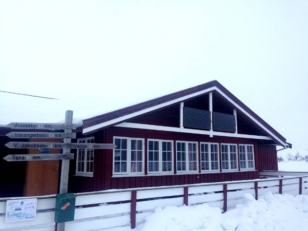STENGT: Inntil videre holdes Skihytta i Vadsø stengt, fordi skiklubben ikke har fått dispensasjon til å frakte proviant med scooter langs skiløypa.
