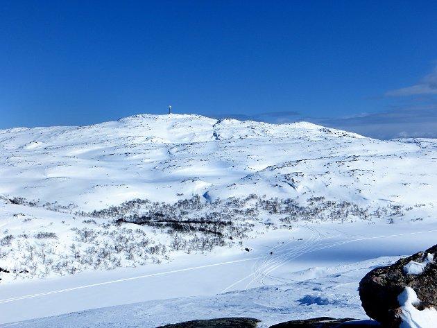 En del av område hvor den nye snøscooterløypa mellom Bugøyfjord og Bugøynes skal gå. For å etterlate et skikkelig grønt fotavtrykk til våre etterkommere kan vi kanskje kle fjellet med noen titalls vindmøller i tillegg?