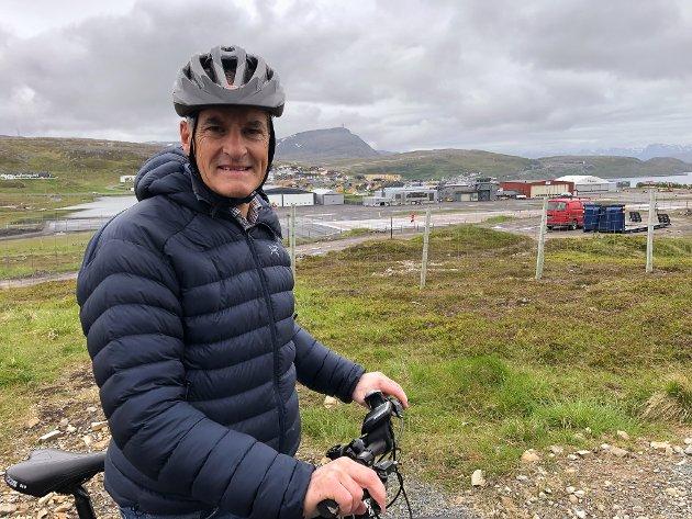 KRISE: Arbeiderpartiet er et parti i krise, og under landsstyremøtet tirsdag tok partileder Jonas Gahr Støre selvkritikk. Her er han avbildet ved flyplassen i Hammerfest.