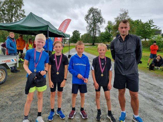 STOLT: Her er fire stolte gutter som har konkurrert mot selveste Petter Northug. F.v Philip Noel Bach, Aksel Jørstad Farbu, Ole Værdal og Johannes Værdal.