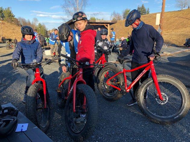 Jonas, Gorm og Ole Kristian skal prøve fatbikesykler som var til utlån.