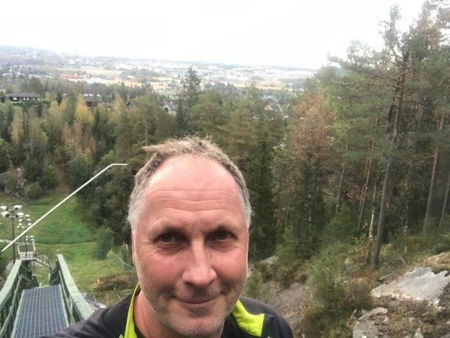 Ansvarlig redaktør Arne Henrik Vestreng har verken smak eller lukt ni måneder etter at han ble koronasmittet.