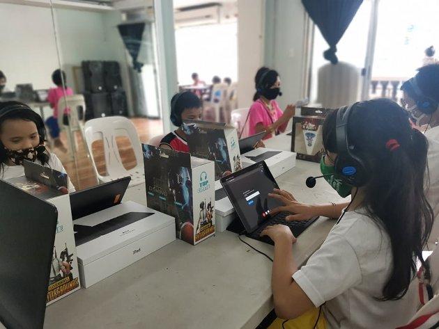 ENGASJEMENT: I 12 år har Brobyggerstiftelsen hjulpet barn på Filippinene med mat, skolegang og tak over hodet. Foto: Privat